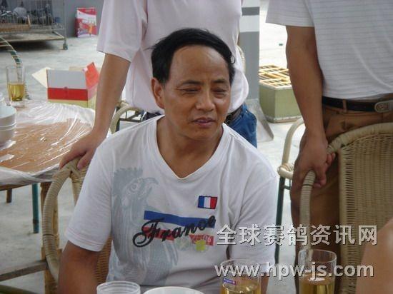成都地区有名的养鸽人李祖洪