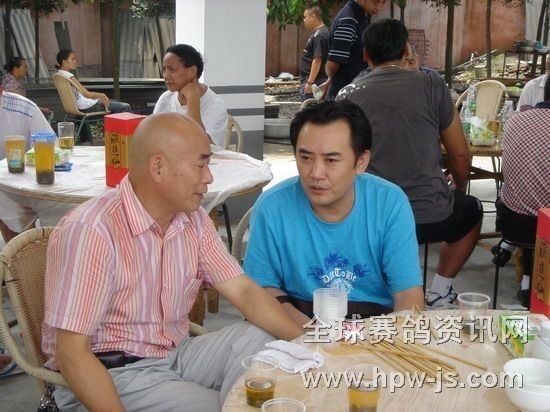 成都市鸽协副主席兼秘书长林强(右)