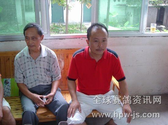三鑫公棚赛鸽中心总经理舒金海(右)